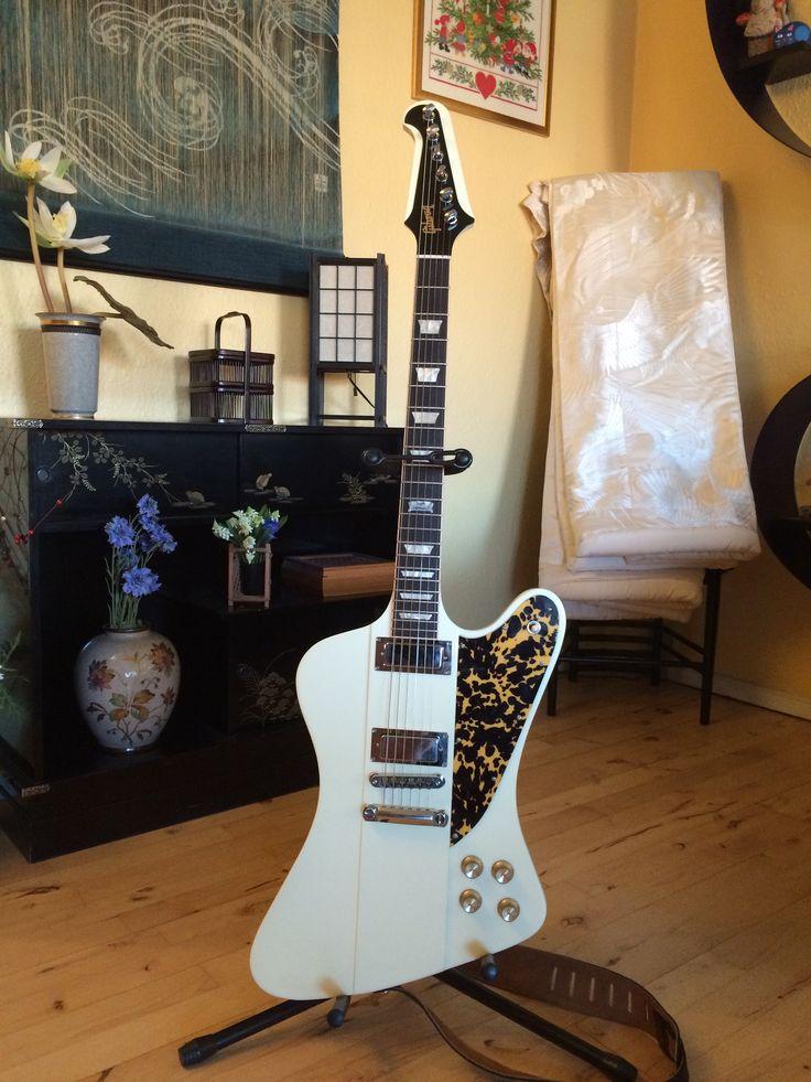 Gibson Firebird 2014 white with wildcat pattern pickguard.