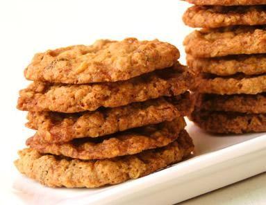 Sencilla receta de galletas a base de avena y plátano ideales para comer en el desayuno y obtener un gran aporte energético y nutritivo.