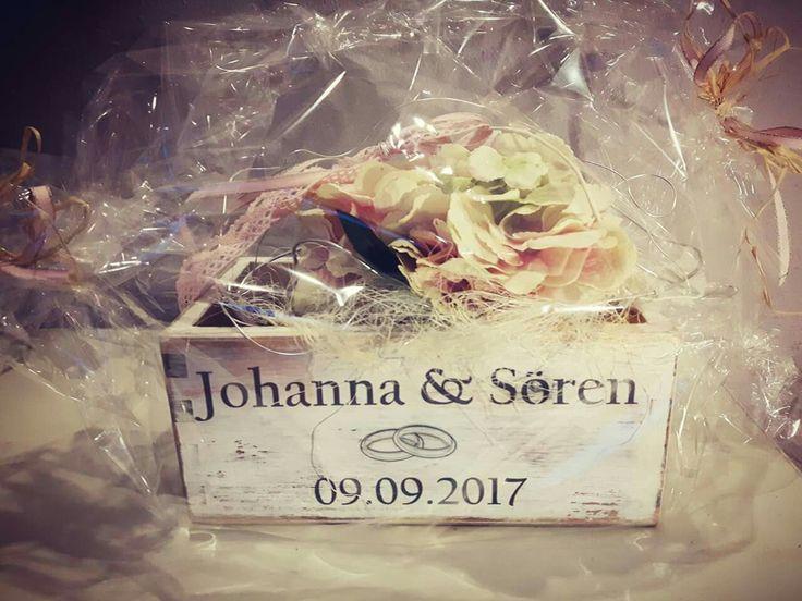 Geschenk zur Hochzeit Holzübertopf personalisiert