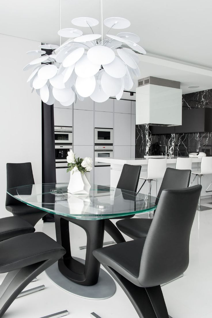 Black and white dining table - Stunning Black And White Apartment In Moscow