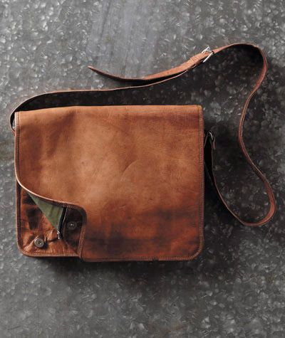 A traditional bag with effortlessly cool features: The Messenger Bag from Carbon2Cobalt