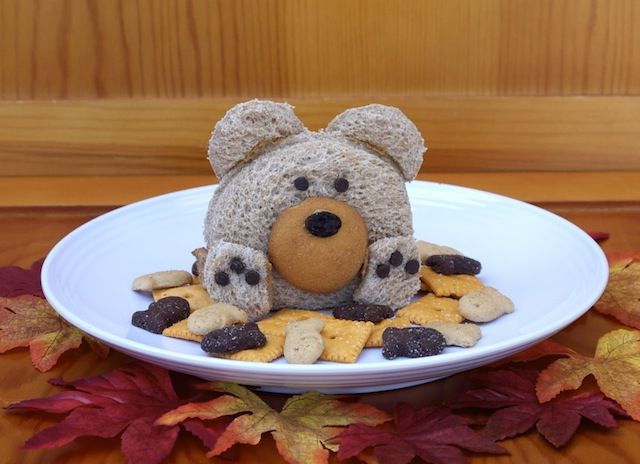 Cuddly Kids Lunch: Teddy Bear Sandwich. Oh my!! this is one of