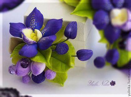 Купить или заказать Заколка/ зажим с орхидеей в интернет-магазине на Ярмарке Мастеров. Заколочка- зажим с фиолетовой орхидеей, бутонами и хрусталем Сваровски. Цветы слеплены вручную из японской и тайской полимерных глин. Заколка очень легкая.