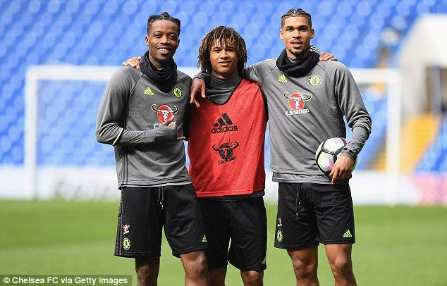 Nathaniel Chalobah (L), Nathan Ake (C) and Ruben Loftus-Cheek (R) pose in training