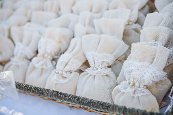 See more here http://bit.ly/1laIkwC #diy_weddng_favors #mpomponieres