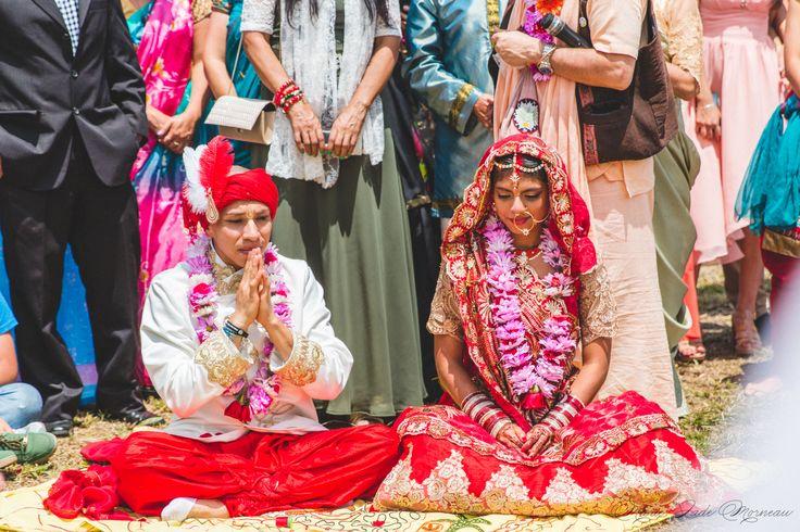 Indian wedding, bride, nose ring, bindi married, hare krishna, colombia, couple, portrait, photography, flowers, bouquet, mariée, bouquet, fleurs, white, inspiration, mariage, wedding, photographer, Montreal