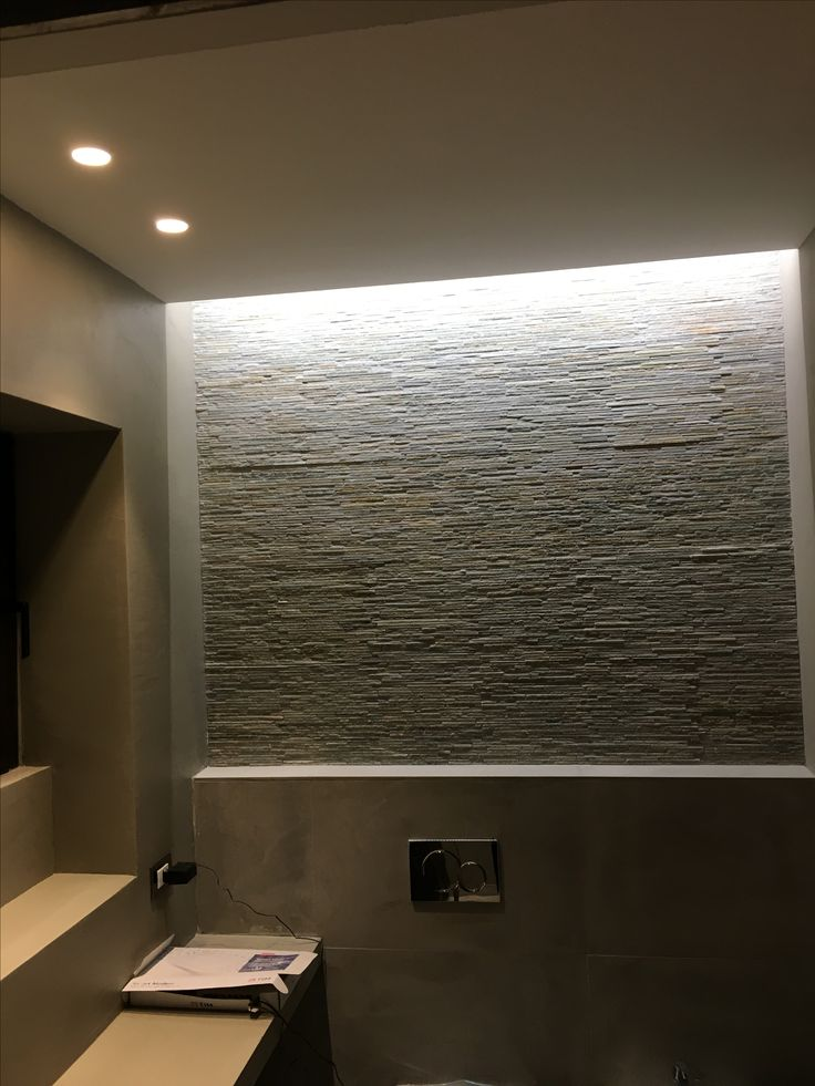 Illuminazione radente parete pietra