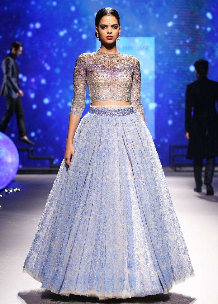 Now that's how you ace an amazing blue lehenga!