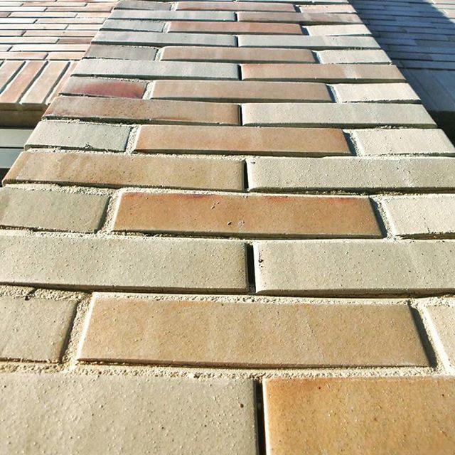 "Kindercluster ""de Oase"", Utrecht. Klinker: Objektsortierung ""Oase"", SF (238 x 90 x 51 und 238 x 115 x 51 mm). Geurst & Schulze Architecten, Den Haag. #hagemeister #brick  #clinker #klinker #brickarchitecture #architecture #archilovers #facade"