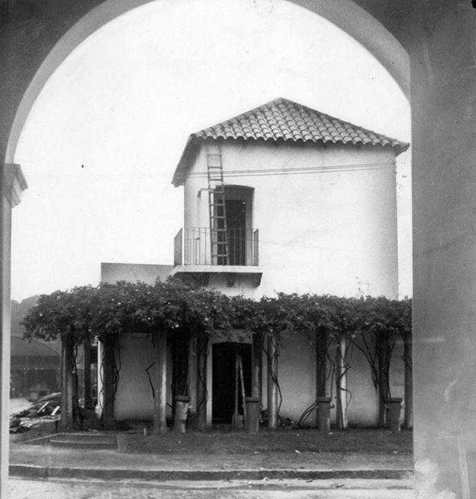 Vista desde la galería de la casa de Juan Manuel de Rosas en San Benito de Palermo, Buenos Aires, foto sellada en diciembre 1933.