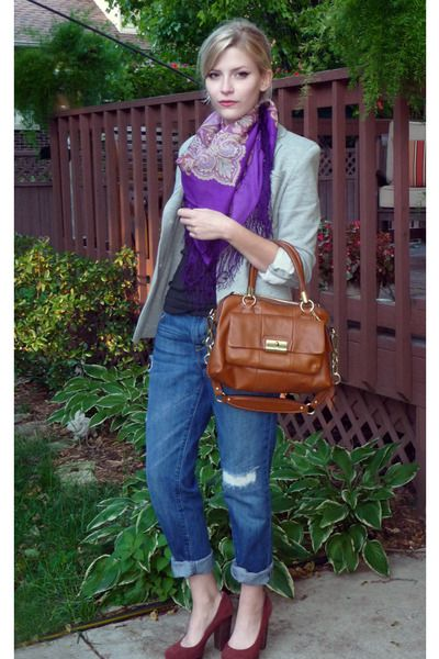 Love the scarf, the jacket and the bag!