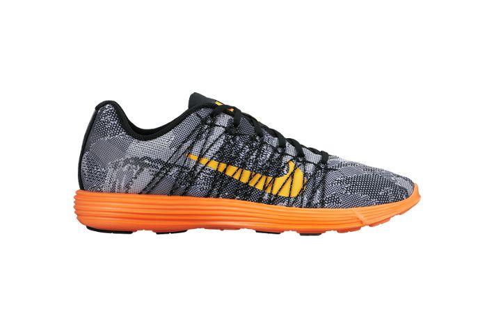#Nike Lunaracer+ 3 - męskie obuwie startowe, przeznaczone dla biegaczy poszukujących połączenia sprężystości, dynamiki z niewielką wagą. Posiadają idealną amortyzację, która również nadaje odpowiedni kierunek przetaczaniu stopy. Polecane na krótsze i szybsze dystanse. #lunarlon #flywire #startowe #jesienzima2015