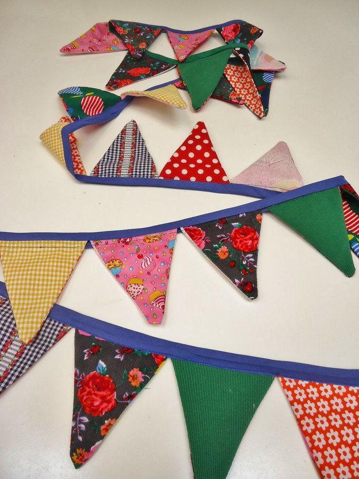 DIY feest slinger gemaakt of genaaid: met restjes stof en biezek: Party!