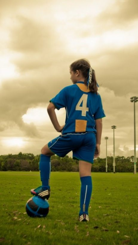 Soccer picture ideas.. Great soccer girl pic!                              …