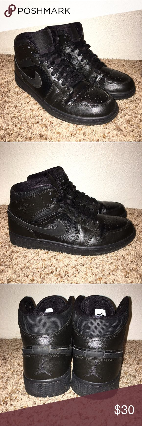 Nike Air Jordon's Black Basketball Shoes These black leather basketball shoes are fresh & sporty! They're very clean & in great condition! I wear a size 10 in women's & these fit me perfect 😊 🎀 If you're interested make an offer! 😍 🎀 Same day shipping 💌 🎀 Not interested in trades ☝🏼️ 🎀 No e-mails/other websites 🙅🏻 🎀 Bundle & Save ✨ Nike Air Jordan Shoes Athletic Shoes
