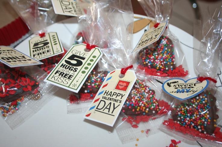 Corazones de oreo cubiertos de chocolate :) San Valentín