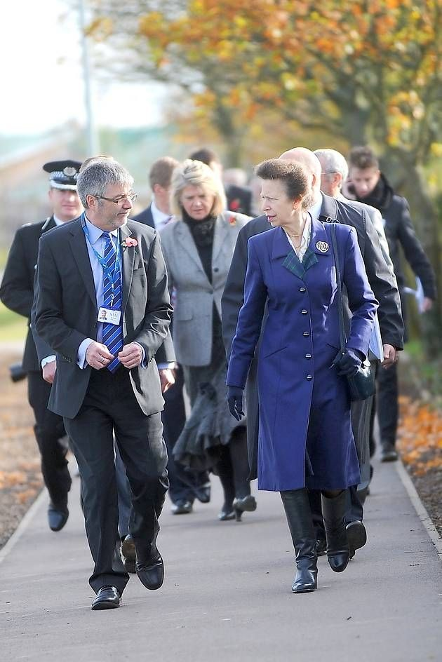 Princess Anne visits the Samuel Ward Academy, Haverhill. Princess Anne speaking to head Howard Lay. 9 Apr 2014