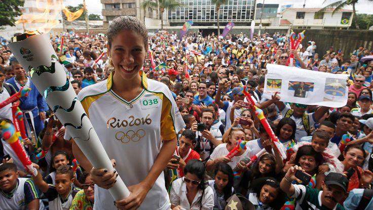 """Ao 18 anos, Caroline Barbosa já impressiona dentro das piscinas. Vice campeã sul-americana da natação, ela sonha com pódio Olímpico em Tóquio 2020. """"Minha vida é dentro da piscina. O povo aqui me empolgou muito. agora é se preparar para os jogos."""" Jaboatão dos Guararapes - Pe. 31/05/2016."""