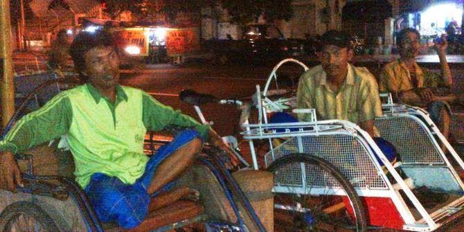 Belajar Kejujuran dari seorang tukang becak di Surabaya.