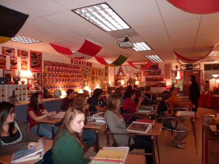 The use of soft lighting, good smells, flags, personal items in the high school classroom. http://1.bp.blogspot.com/_s6JW1CmzYx0/TLYFpp6CwgI/AAAAAAAAAE0/T2f5ja0lqrE/s1600/french+class.JPG