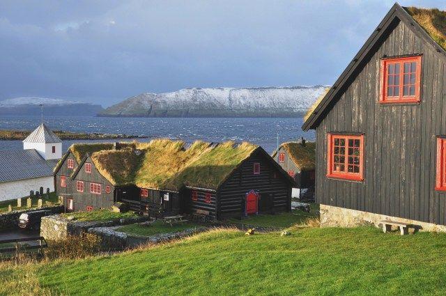 Ilha Streymoy, Ilhas Faroe  Localizada entre a Islândia e a Noruega, as Ilhas Faroe parecem com contos de fadas devido a suas paisagens naturais perfeitas de tirar o fôlego.