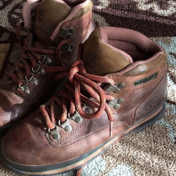 Timberland Hiking Boots Women's 7.5 These boots are ready to hit the trails only wore once on a hike I should of bought an 8  Timberland Shoes Lace Up Boots