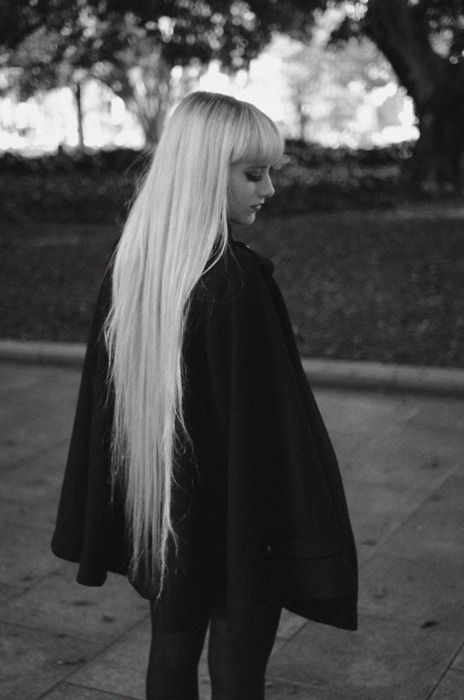maybe not really thin hair (look at her bangs), but a beautyful example of how gorgeous fairylike, superlong hair can look even though the hemline is not super thick