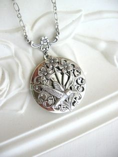 Hummingbird,LOCKET,Silver Locket Necklace,Hummingbird Necklace,Hummingbird Jewelry,Hummingbirds,Botanical Jewelry,Enchanted Garden,Keepsake