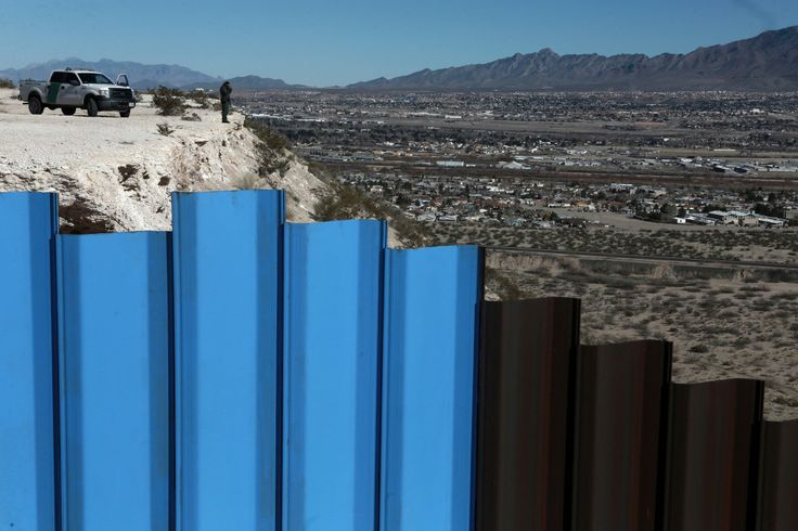 Virtual reality exhibit goes inside Mexican border crossing, with Oscar-winning director's help  - Created by Oscar-winning director Alejandro Iñárritu, the exhibit at the Los Angeles County Museum of Art may be a glimpse into the future of political advertising.