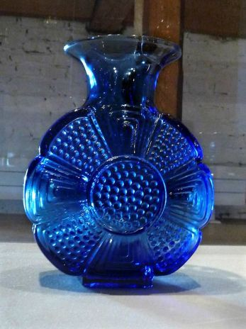 From my childhood, but in lime color. The Amuletti vase from the 60s designed by Tamara Aladin for the Finnish glassworks house Riihimäen Lasi.