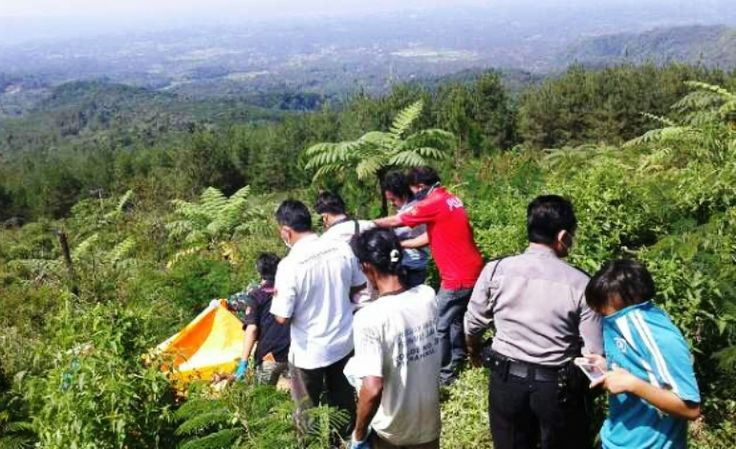 Pria Bertato Ditemukan Membusuk di Galunggung Tasikmalaya dengan Usus Terburai - http://www.rancahpost.co.id/20160657107/pria-bertato-ditemukan-membusuk-di-galunggung-tasikmalaya-dengan-usus-terburai/