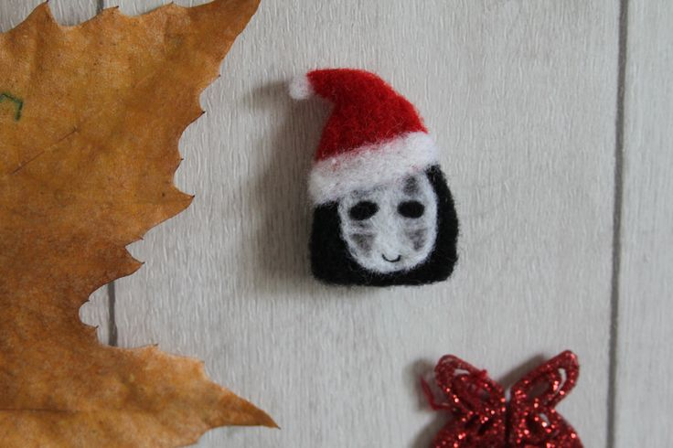 "Little christmas ""Noface"" brooch handmade in felted wool"