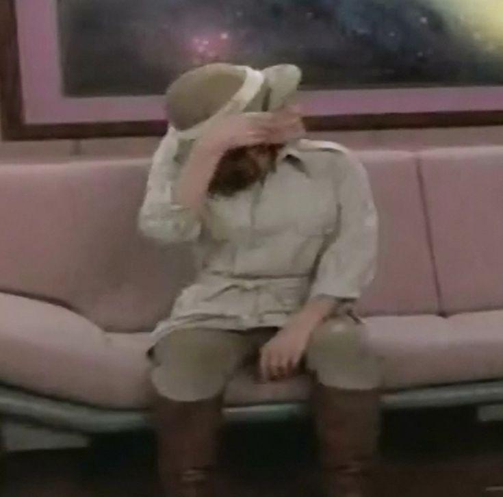 Jennifer Hetrick as Vash in ST TNG Qpid 02
