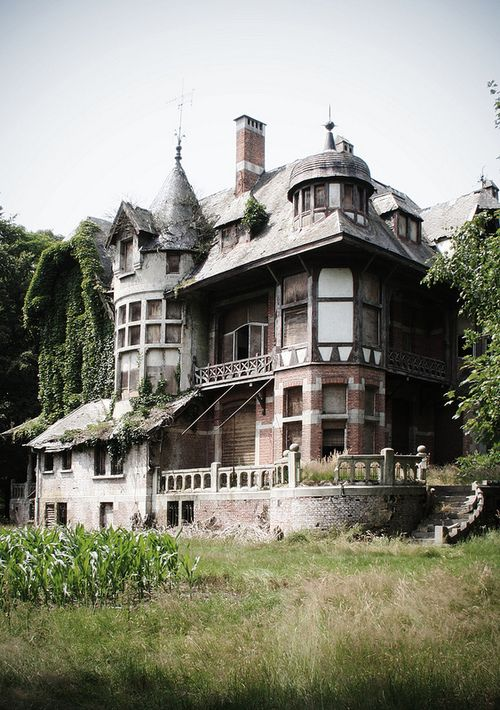 Abandoned. Why do people abandon such beautiful things. I would kill rats to live in that house. And probably would have to too. :)