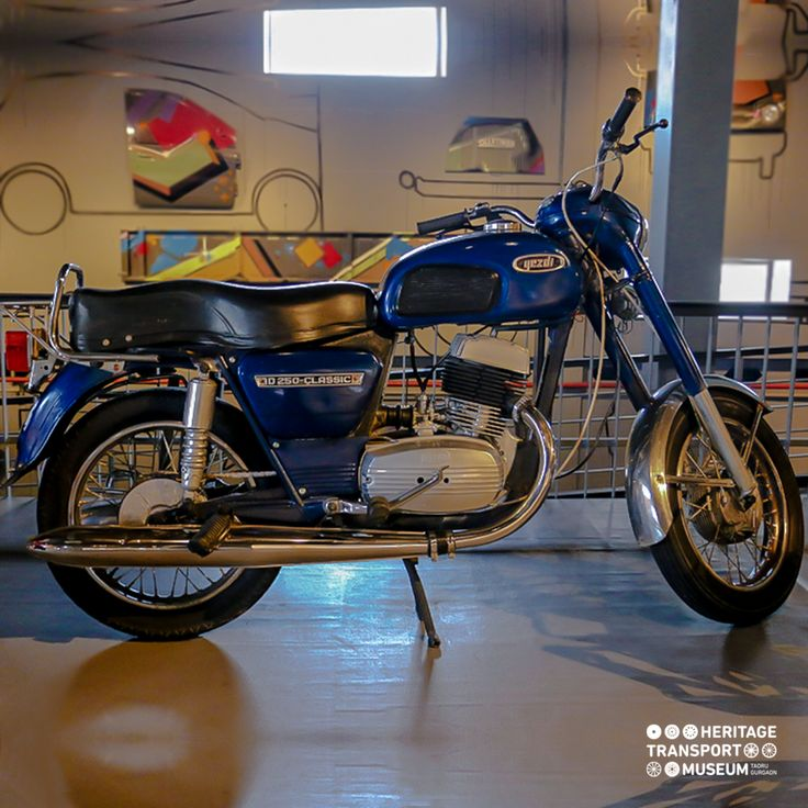 A 1981 Yezdi D 250 Classic, Forever Bike with Forever Value!  #yezdi #doyouknow #vintagebikes #vintagecollection #heritagetransportmuseum #museum #incredibleindia