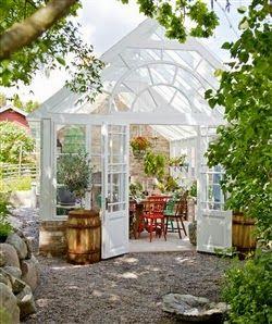 Ajánljuk: Egy üvegház, mint családi nappali, http://kertinfo.hu/egy-uveghaz-mint-csaladi-nappali/, ezekben a témakörökben:  #dekor #Díszkert #fészer #Kert #Kerttervezés #Kéziszerszámok #Konyhakert #Konyhakertieszközök #nappali #Tavaszi #üvegház #Üvegházak, írta: Dekor és Mentha