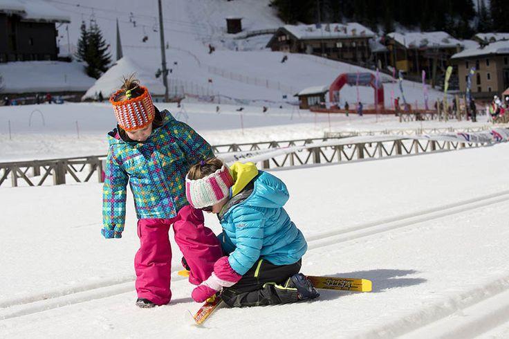 Personale qualificato per le tue prime discese sulle neve anche per i più piccoli #albergovedig #ski #winter #kids #love #family #vacanzaattiva #vacanzasullaneve #snow #neve #friends