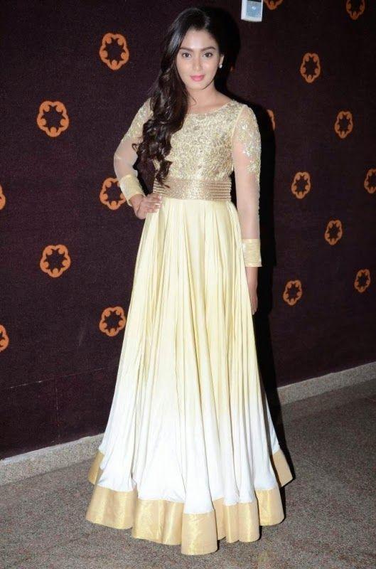 Sana Khan (Sana Makbul) HD Wallpapers Free Download