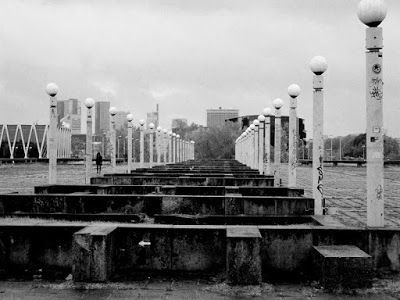 Black and white photography: Tarkovskin Stalker ja Blade Runner 2049 matkalla Tallinnassa, Virossa. Kultuurikatel, Linnahall, Kalamajan boheemi alue