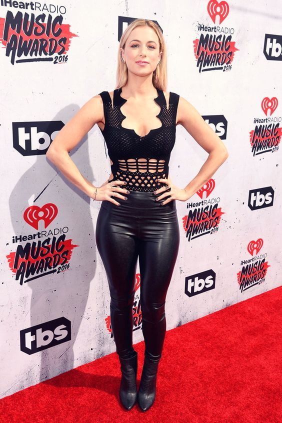 Iliza Shlesinger wears 4-way stretch veggie-leather leggings while attending the iHeartRadio Music Awards.. Buy the supplies to make this: http://mjtrends.com/pins.php?name=black-stretch-veggie-leather-fabric