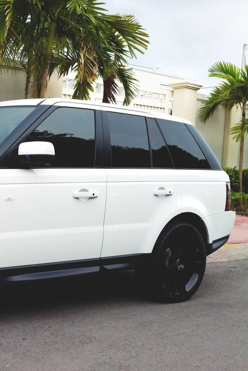 Range Rover. Luvin the black shoes on white!