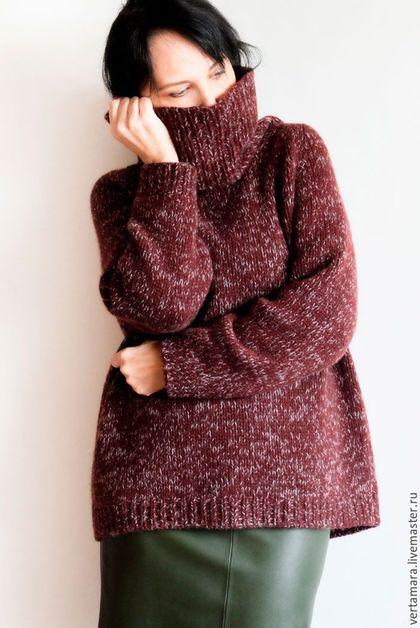 Купить или заказать Кашемировый свитер (винно-белый) в интернет-магазине на Ярмарке Мастеров. Объемный, теплый и очень уютный свитер-оверсайз с удлиненным регланом и большим воротником. Ручная вязка, толстый итальянский кашемир. Основа винного цвета, чуть в коричневый оттенок. Меланж белого цвета. Вес свитера 560г. Может чуть вытягиваться под собственным весом. На фото рост 160 см и 44 российский размер.