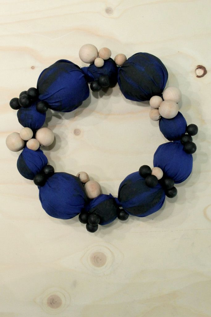 Xmas wreath of balls and wooden marbles - Daughters of Tobias