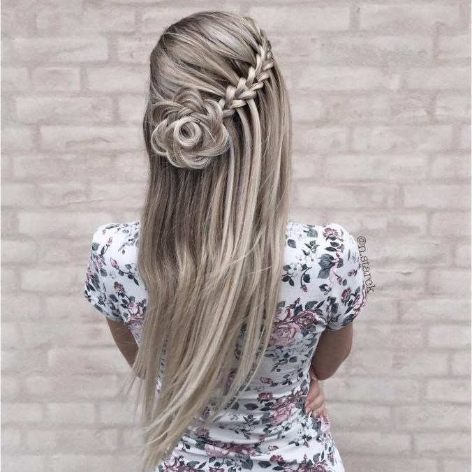 Peinado con trenza y flor