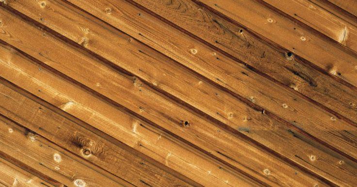 Qué clavos utilizar para techos de machihembrado. Los techos de machihembrado consisten en tablas que sujetan entre sí en los bordes, al igual que las tablas de un piso de madera. Para asegurar un trabajo de techo duradero, debes proteger las tablas machihembradas al techo por encima, usando clavos apropiados, así como adhesivos.