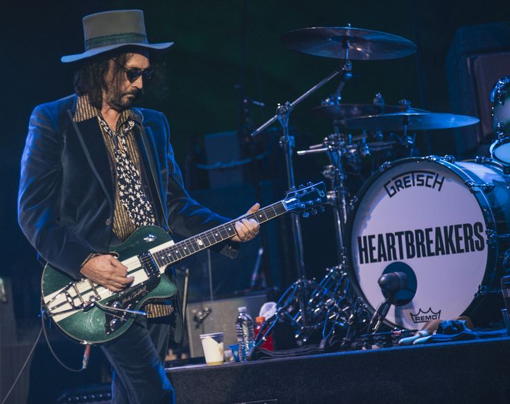 2017 - 05.30 Red Rocks, CO - TomPetty.com Photos  Mike Campbell on a Duesenberg Guitar