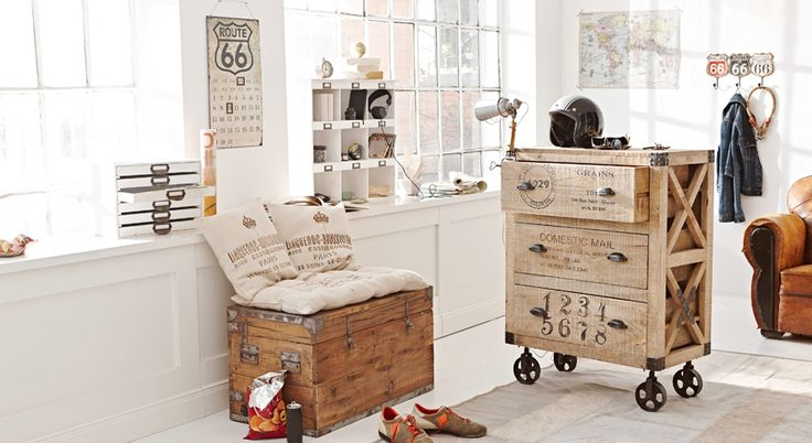 originelle m bel mit industrie charakter loberon truhe mit p lstern einrichtung pinterest. Black Bedroom Furniture Sets. Home Design Ideas
