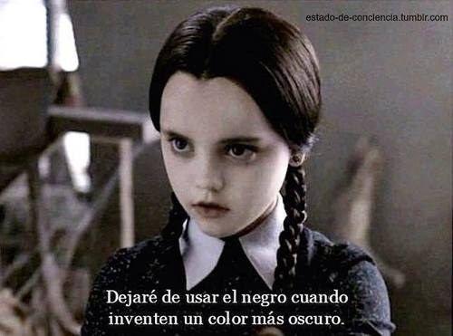 17 Señales de te que has convertido en Merlina Addams