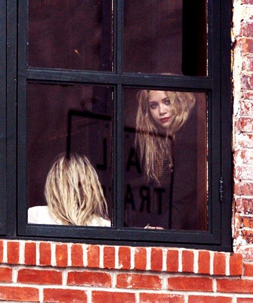 MK+AWindow: Mka, Ashley Olsen, Style Icons, Window Panes, Olsen Obsession, Mary Kate, Hair, Dreams Coming True, Olsen Twin