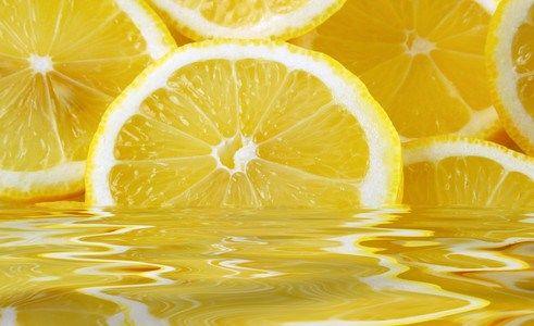lemon 10 razones por las que deberías beber agua de limón caliente por la mañana.